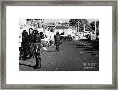 Line Of Psni Officers And Land Rovers In Riot Gear On Crumlin Road At Ardoyne Shops Belfast 12th Jul Framed Print by Joe Fox