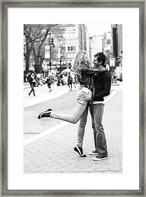 Lovers In The City Framed Print by Diane Diederich