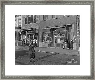 Nyc Street Scene 1947 Framed Print by The Phillip Harrington Collection