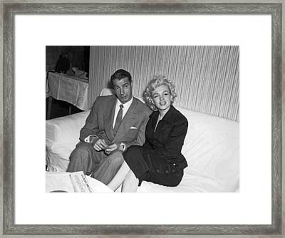 Marilyn Monroe And Joe Dimaggio Framed Print by Underwood Archives