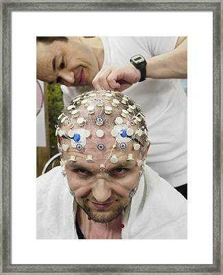 Mars-500 Commander's Brain Tests Framed Print by Science Photo Library
