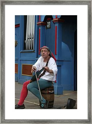 Maryland Renaissance Festival - A Fool Named O - 121254 Framed Print by DC Photographer