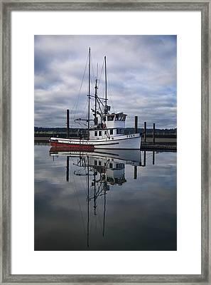 Morning Calm Newport Oregon Framed Print by Carol Leigh