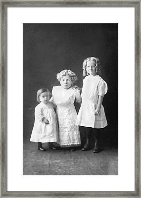 Mother With Dwarfism With Daughters Framed Print by American Philosophical Society