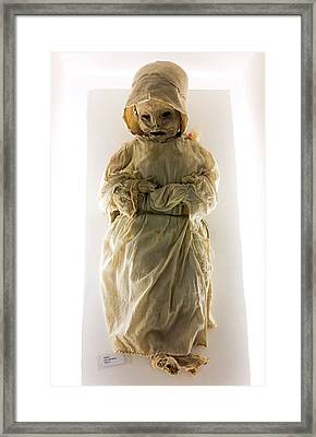 Mummy Museum Framed Print by Daniel Sambraus