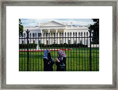 Muslin Visitors In Front Of The White House Framed Print by Matailong Du