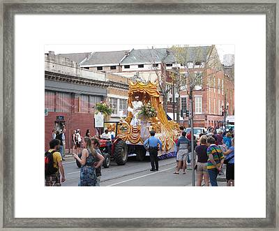 New Orleans - Mardi Gras Parades - 121259 Framed Print by DC Photographer