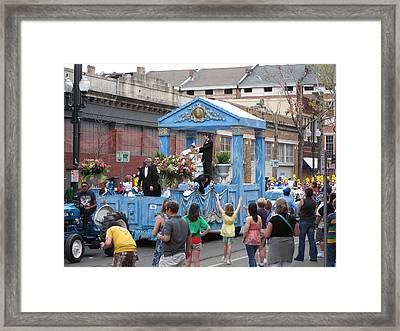 New Orleans - Mardi Gras Parades - 121272 Framed Print by DC Photographer