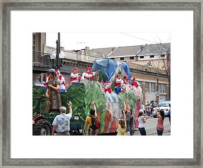 New Orleans - Mardi Gras Parades - 121292 Framed Print by DC Photographer