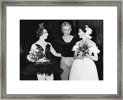 Nureyev And Fonteyn Framed Print by Underwood Archives