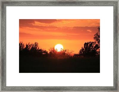 October East Texas Sunset Framed Print by Lorri Crossno