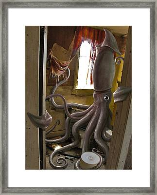 Ocupados Framed Print by Mark Zelmer