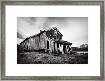 Old Barn Framed Print by Dave Bowman
