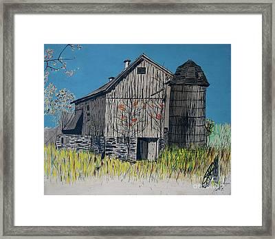 Old Barn Framed Print by Linda Simon
