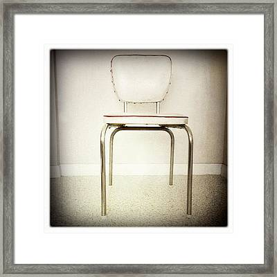Old Chair Framed Print by Les Cunliffe