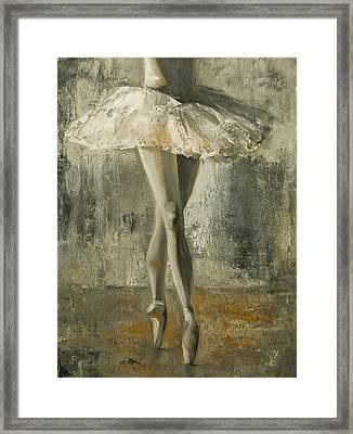 En Pointe Framed Print by Jani Freimann