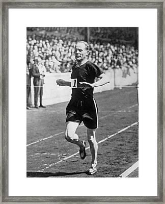 Paavo Nurmi, The flying Finn Framed Print by Underwood Archives