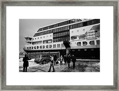 Passengers Disembarking Ms Midnatsol Hurtigruten Cruise Ship Berthed In Honningsvag Harbour Norway E Framed Print by Joe Fox