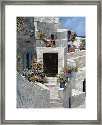piccole case bianche di Grecia Framed Print by Guido Borelli