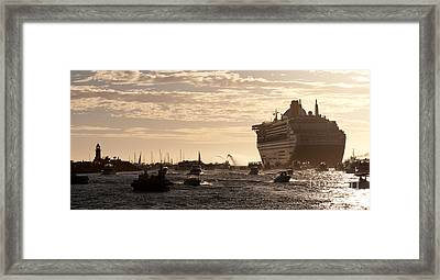 Queen Mary 2 Leaving Port 01 Framed Print by Rick Piper Photography