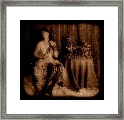 Queen Midas Framed Print by Cindy Nunn