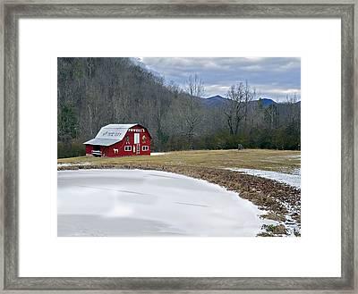Red Barn In Tate City Framed Print by Susan Leggett