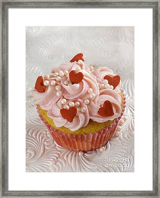 Red Heart Cupcakes  Framed Print by Iris Richardson