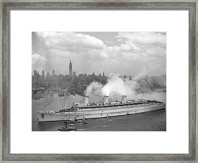 Rms Queen Mary Arriving In New York Harbor Framed Print by War Is Hell Store