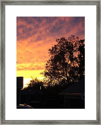 Rumbly Hot Finish Framed Print by Suzanne Perry