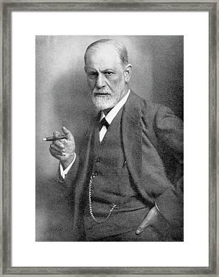 Sigmund Freud Framed Print by Universal History Archive/uig