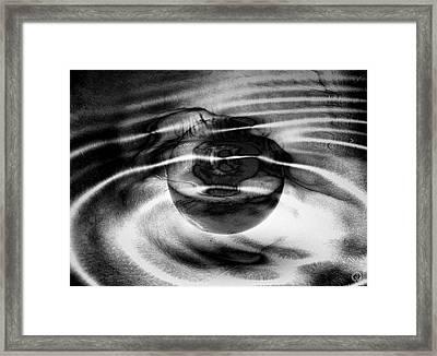 Spinning Eye Framed Print by Gun Legler
