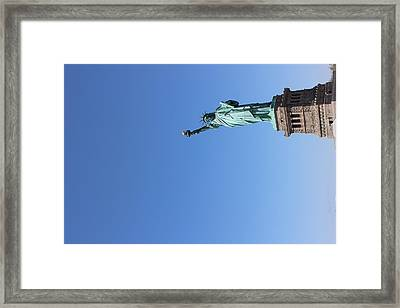 Statue Of Liberty Greeting Framed Print by Suzanne Perry