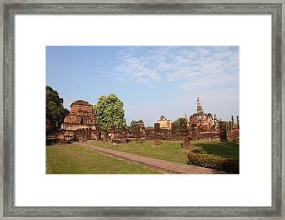 Sukhothai Historical Park - Sukhothai Thailand - 011344 Framed Print by DC Photographer