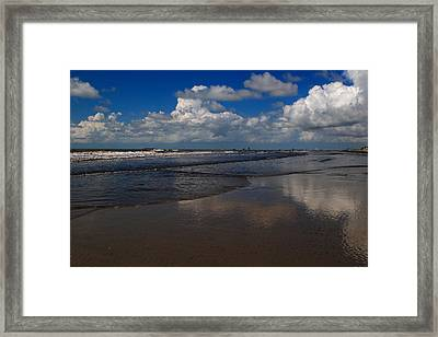 Summer Day At The Beach Framed Print by Linda Unger