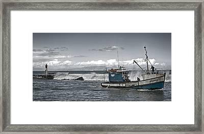 Swell Return Framed Print by Andrew  Hewett