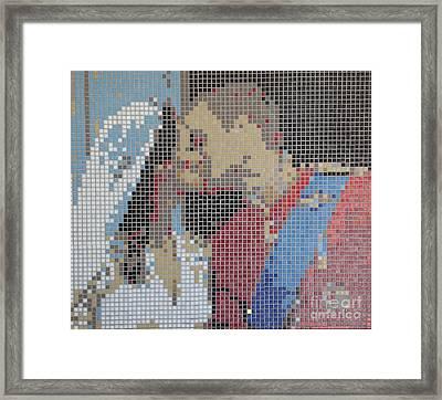 That Kiss Framed Print by Alan Wynne