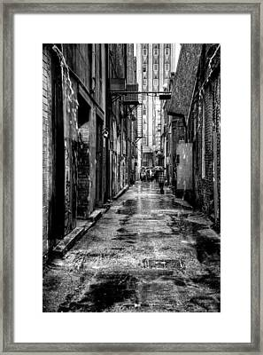 The Alleyway In Market Square - Knoxville Tennesse Framed Print by David Patterson