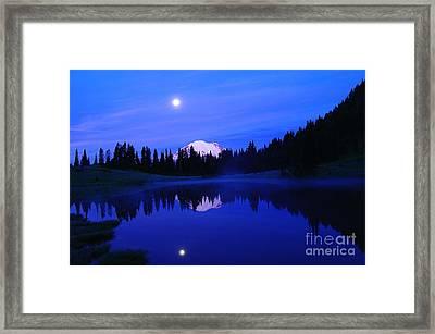 Tipsoe Lake In The Morn  Framed Print by Jeff Swan