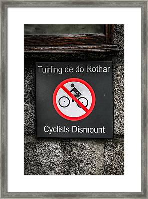 Tuirling De Do Framed Print by Chris Smith