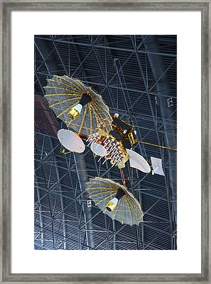 Udvar-hazy Center - Smithsonian National Air And Space Museum Annex - 121266 Framed Print by DC Photographer