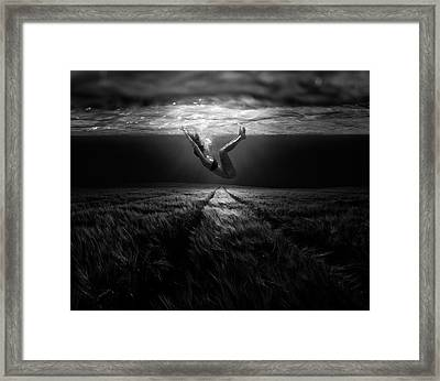 Underwater Diva Framed Print featuring the photograph Underwaterlandream by Peter Majkut