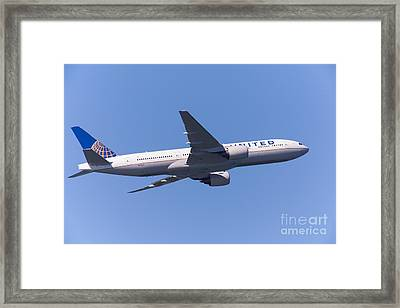 United Airlines Jet 5d29541 Framed Print by Wingsdomain Art and Photography