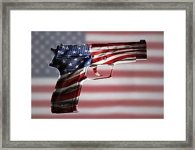 Usa Gun  Framed Print by Les Cunliffe