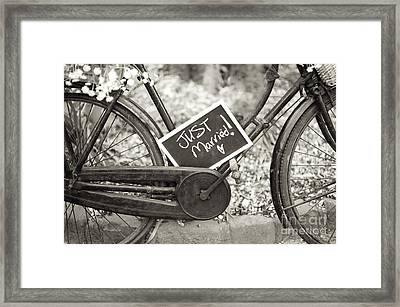 Vintage Bicycle With Just Married Chalk Board Framed Print by Lee Avison