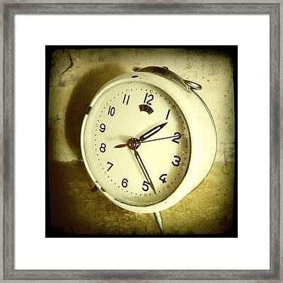 Vintage Clock Framed Print by Les Cunliffe
