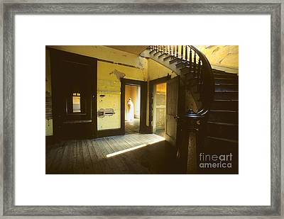 Visitor At The Meade Hotel Framed Print by Bob Christopher