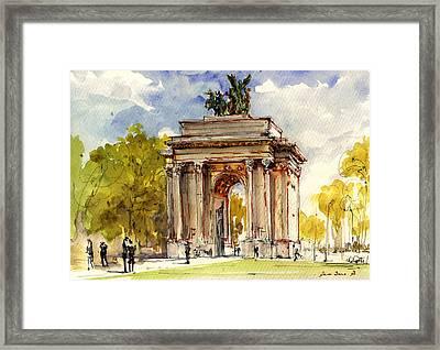 Wellington Arch Framed Print by Juan  Bosco