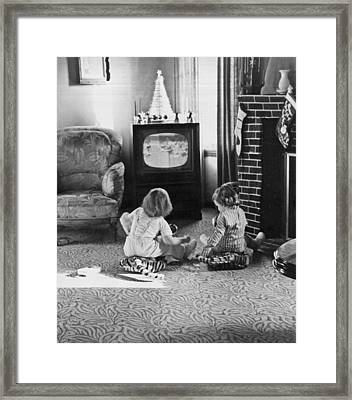 Young Children Watching Tv Framed Print by Underwood Archives