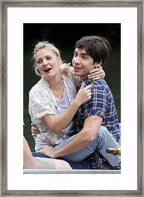 Drew Barrymore, Justin Long On Location Framed Print by Everett