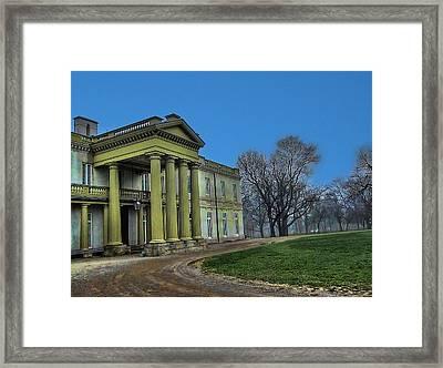 Dundurn Castle Framed Print by Larry Simanzik